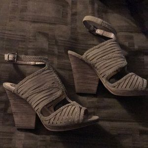 NEW gorgeous olive/tan heels
